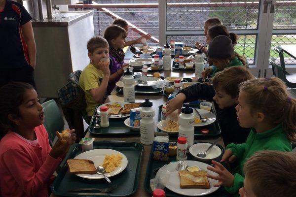 Family_breakfast